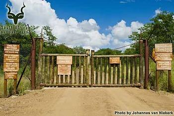 KNP - Tsendze - Entrance Gate