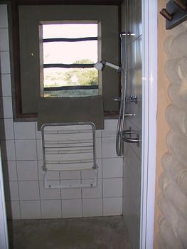 Grootkolk - roll-in shower in accessible sand cabin