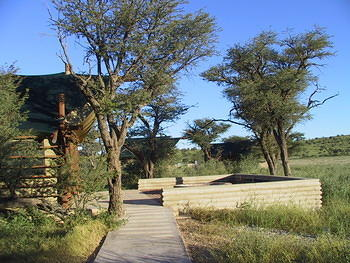 Grootkolk - Access path to communal kitchen, dining and braai area
